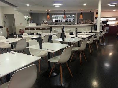 Ghế Eames cho các quán cafe, nhà hàng hiện đại 1