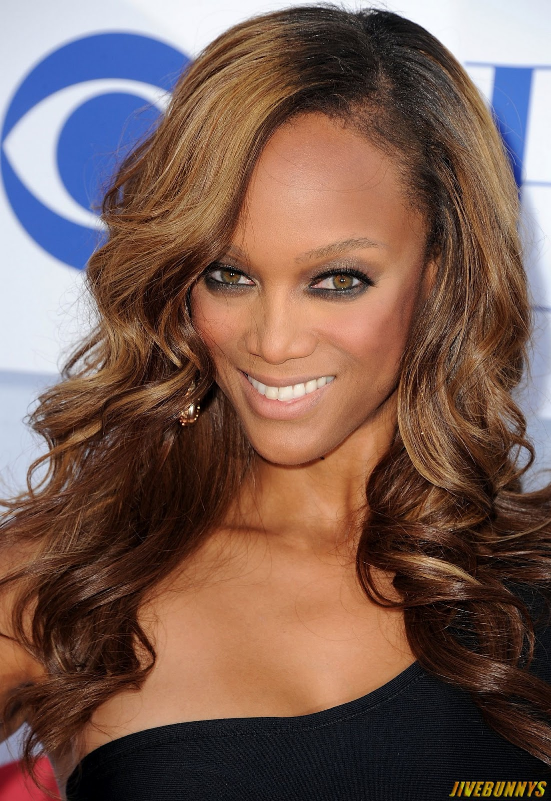 Tyra Banks Cries For Her Mom While Eating Spicy Wings ...