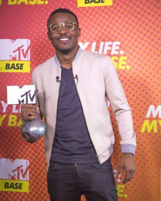 VIDEO | Ali Kiba Awasili na Tuzo ya MTV Kutoka Sauzi, Apokelewa na Nyomi