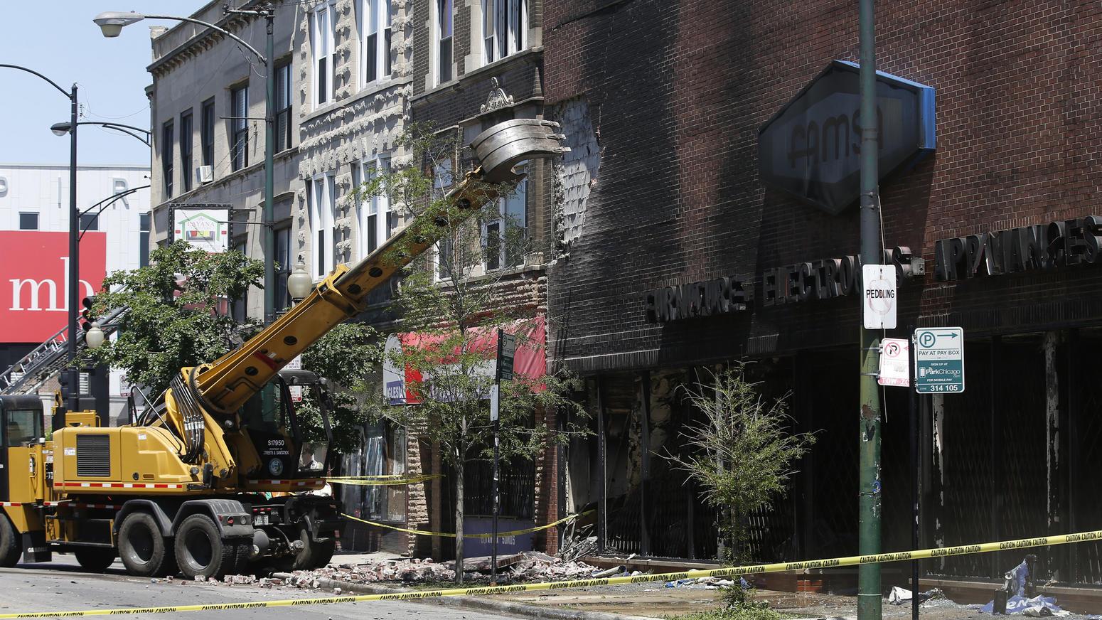 MEC&F Expert Engineers : 3-alarm fire destroys the Famsa Furniture