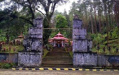 Obyek Wisata Keraton Gunung Kawi Kabupaten Malang Jawa Timur