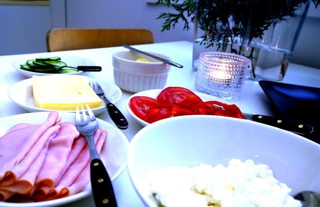 Saippuakuplia olohuoneessa- blogi, kuva Hanna Poikkilehto, brunssi, Iittala Teema, Kastehelmi tuikku,