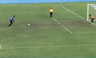 Δείτε το απίστευτο βίντεο που δικαιώνει την άποψη Όσιμ για την μπάλα που είναι π....