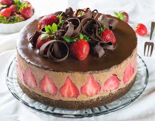 Strawberry Chocolate Cake #chocolatedessert #cake