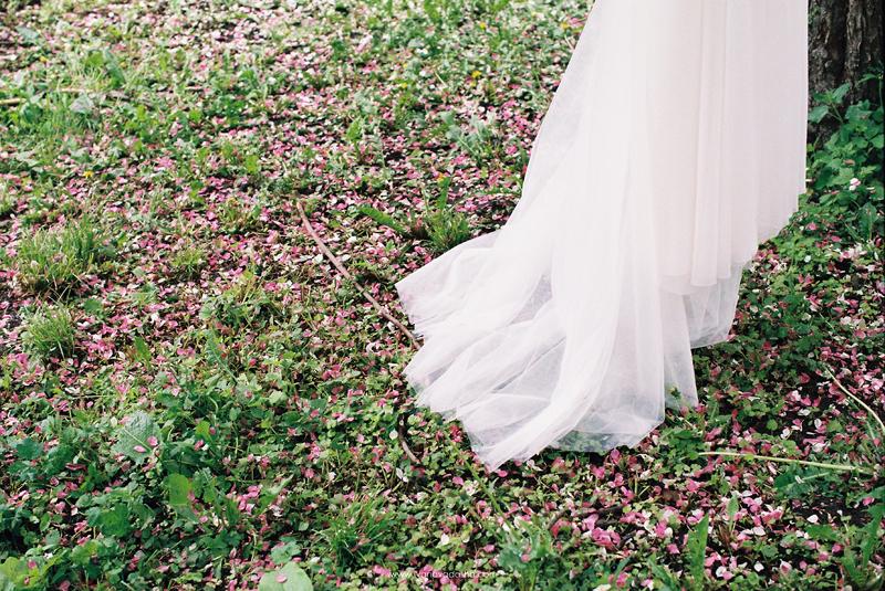 свадебная фотосъемка,свадьба в калуге,фотограф,свадебная фотосъемка в москве,фотограф даша иванова,идеи для свадьбы,образы невесты,фотограф москва,выездная церемония,выездная регистрация,love story,свадьба в мае,тематическая свадьба,тематическое love story,образ жениха,сборы невесты на природе,свадебная съемка в цветущих садах