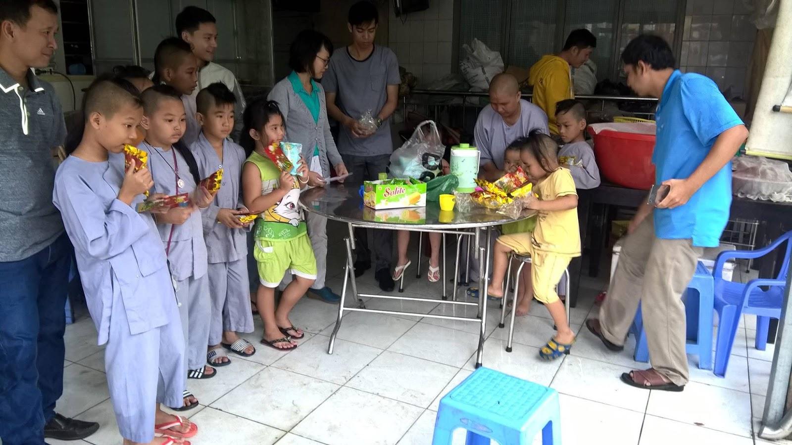 Chương trình thiện nguyện cùng Kim Hải Đông đến tịnh thất Thanh Quang, giúp đỡ các bé cô nhi.