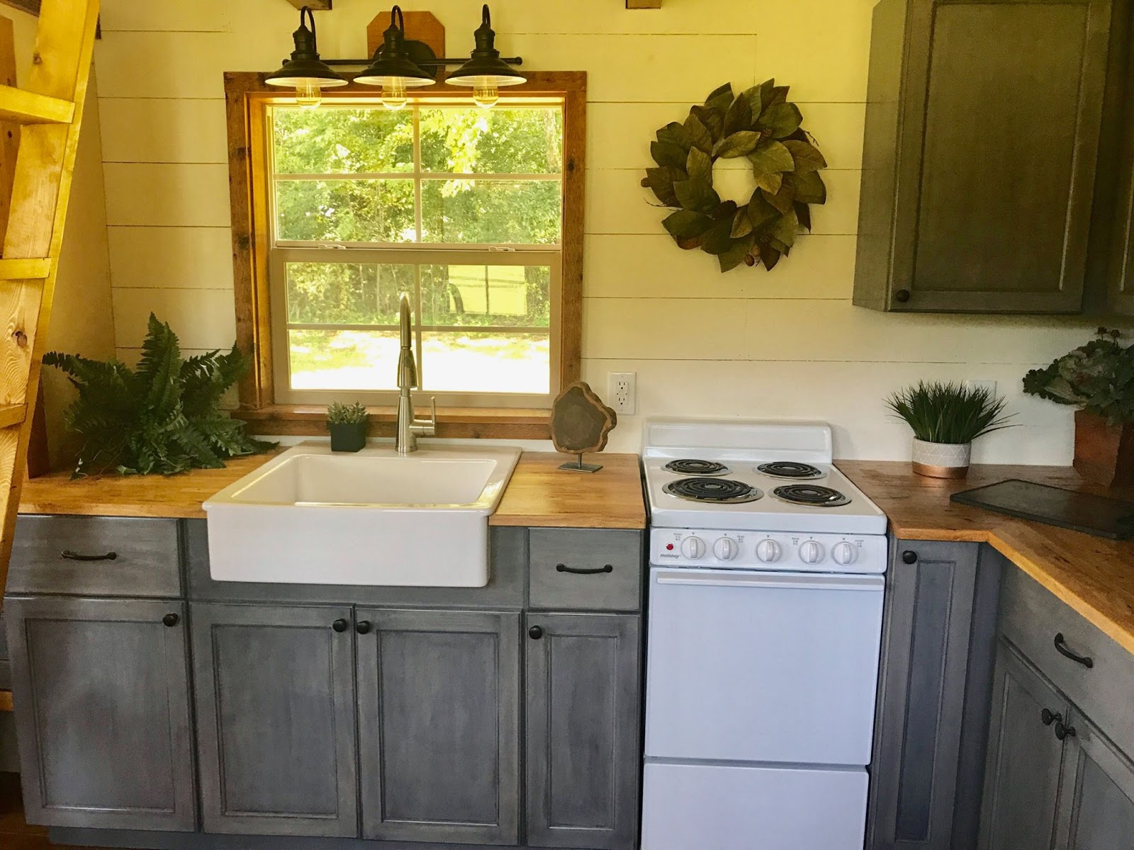 TINY HOUSE TOWN: The Highland Home By Incredible Tiny Homes