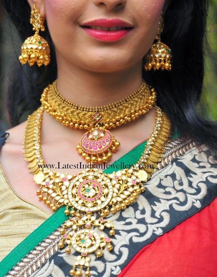 Heavy Gold Bridal Jewellery With Traditional Touch