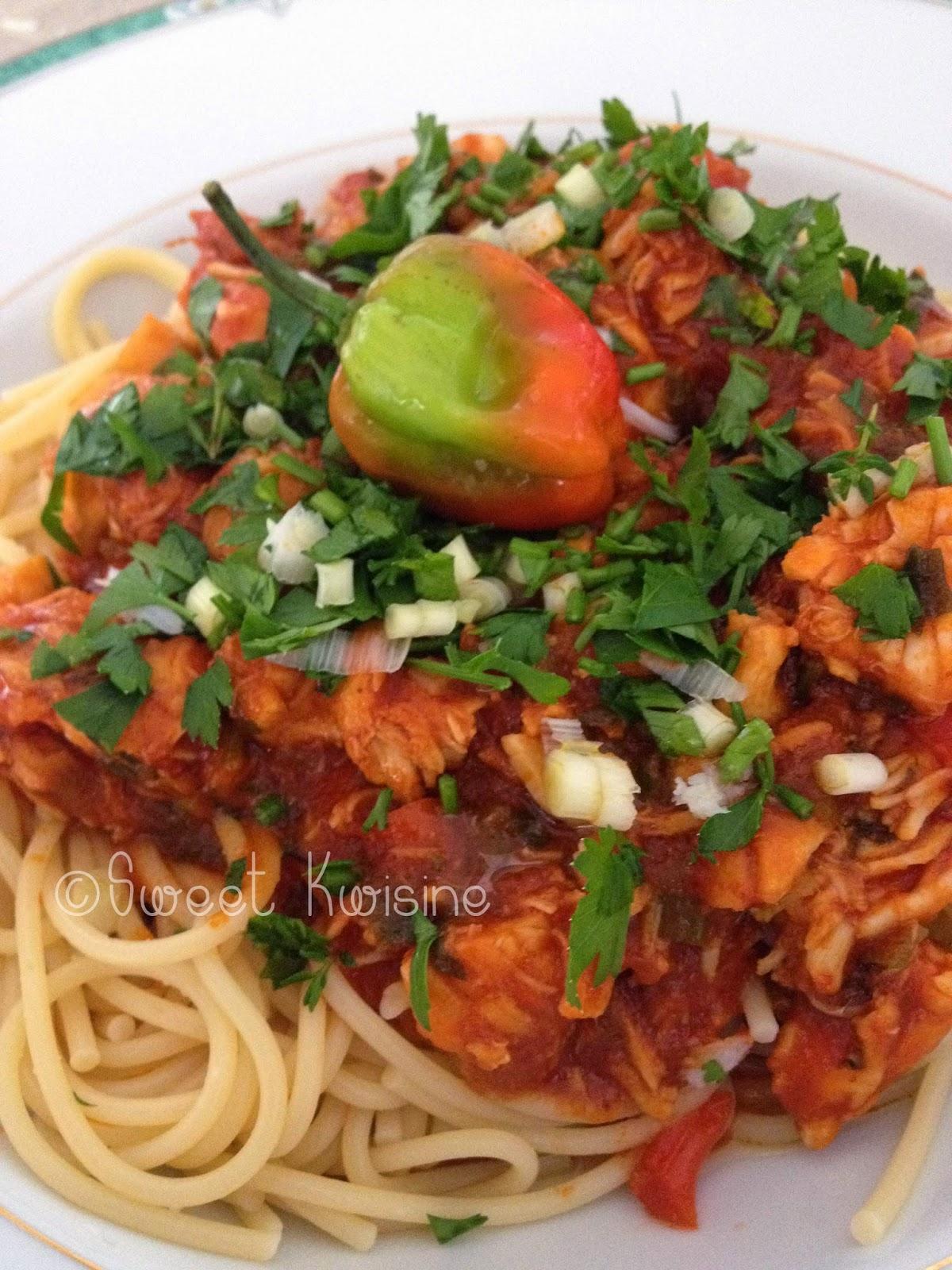 sweet kwisine, pâtes, langoustes, langoustes brésiliennes, spaghettis, sauce tomates, bouquet garni, cuisine antillaise