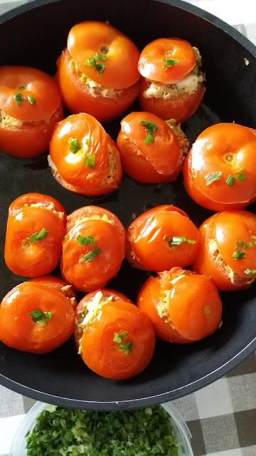 Tomates farcies au thon;recette facile et délicieuse!