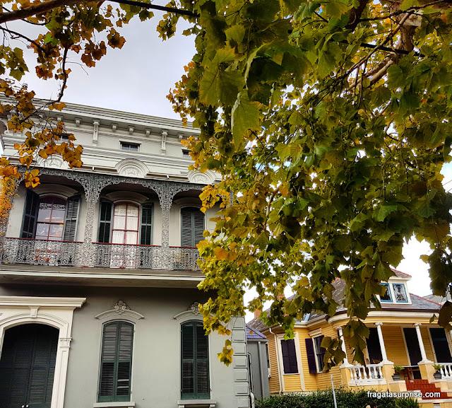Fachadas coloniais no bairro histórico do Faubourg Marigny, em Nova Orleans