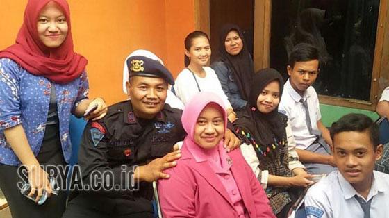 Inilah Rochmat Tri Marwoto, Anggota Brimob Punya 64 Anak Asuh Yang Jadi Viral