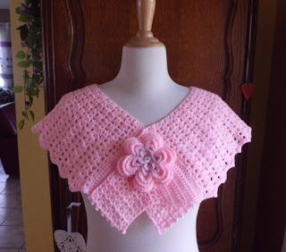 Capa de crochet con flores