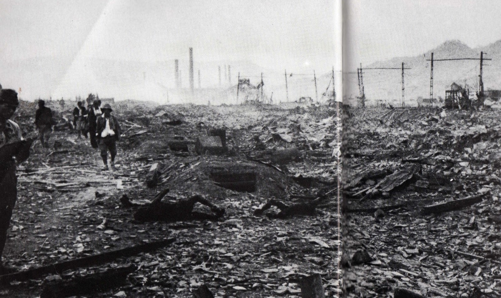 atomic bomb hiroshima nagasaki essay Atomic bombing in hiroshima and nagasaki an atomic bombing in hiroshima and nagasaki is a historical event that will forever remain a mystery to the japanese people.