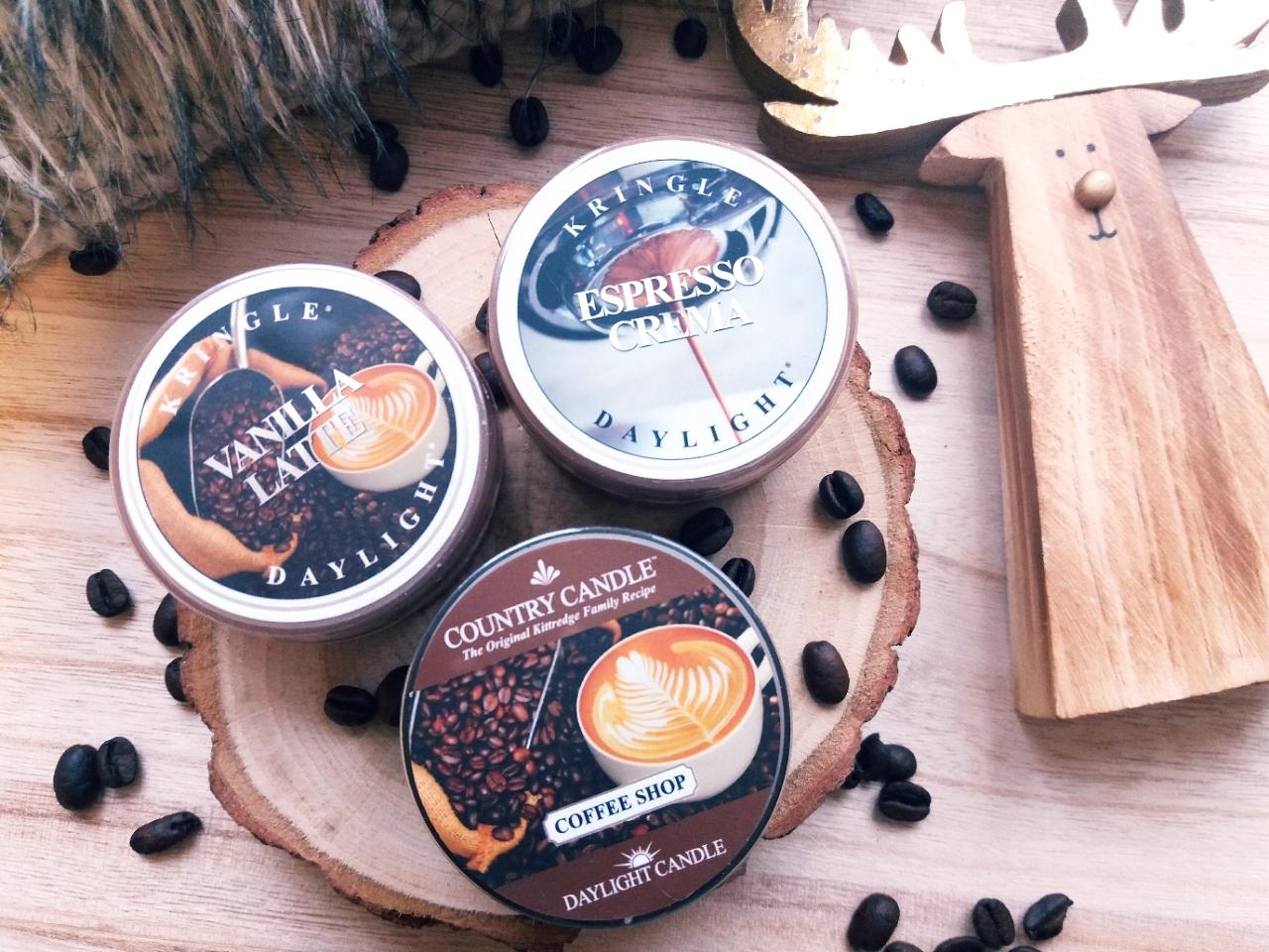 Kawowe i ciasteczkowe akcenty w świecach Kringle Candle i Country Candle