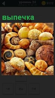 На картинке изображение различной выпечки, с разной начинкой, такой как мясо и крем