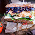Fried crispy Chicken Sandwich & Red Ale Onions, Tomaten-Passionsfrucht Salsa, Honig-Senf Creme
