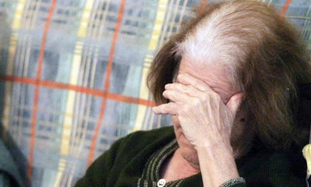 Χειροπέδες σε ηλικιωμένη που έκλεψε ρούχα από κατάστημα στο Ναύπλιο