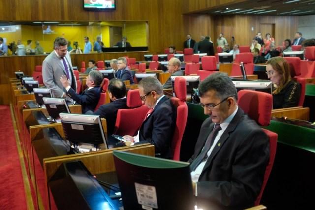 Resultado de imagem para deputados na assembleia piaui