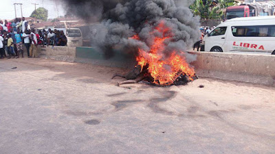 Two alleged notorious robbers burnt to death in Anambra  - Graphic Photos