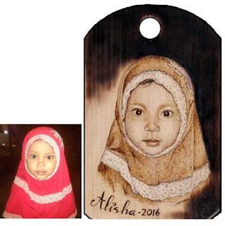 lukisan pirografi wajah Alisha