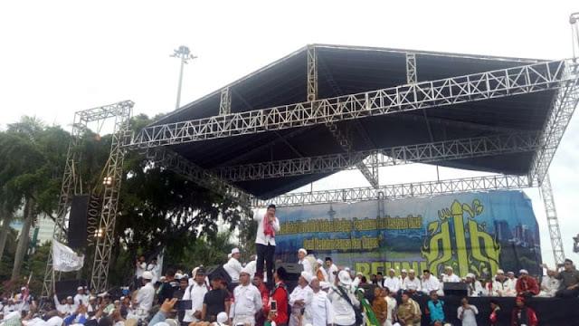 Tangis Fahri Hamzah Minta Jokowi Perhatikan Peserta Aksi Reuni 212