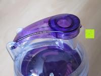 Deckel: 800ml Trinkflasche für Fruchtschorlen / Gemüseschorlen in den Farben Grün, Lila, Blau und Rot. Perfekte Sportflasche aus spülmaschinenfesten Tritan-Material mit extra-easy Trinkverschluss