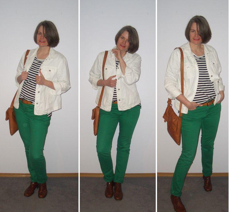 Grüne Jeans mit Ringelshirt und weißer Jeansjacke kombiniert