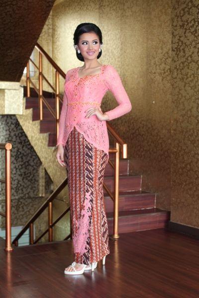 Model Kebaya Wisuda Modern Warna Peach Cantik