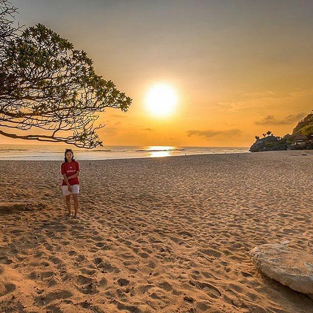 foto pemandangan pantai pok tunggal jogja