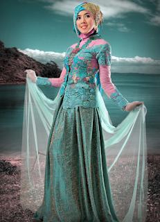 Gaun Muslim Kebaya Batik