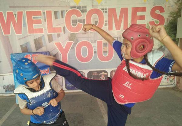 एपी सीनियर सेकेंडरी स्कूल में जिला फरीदाबाद खेल ताइक्वांडो संघ ने गरीब बच्चों के लिए मुफ्त प्रशिक्षण कार्यक्रम शुरु किया