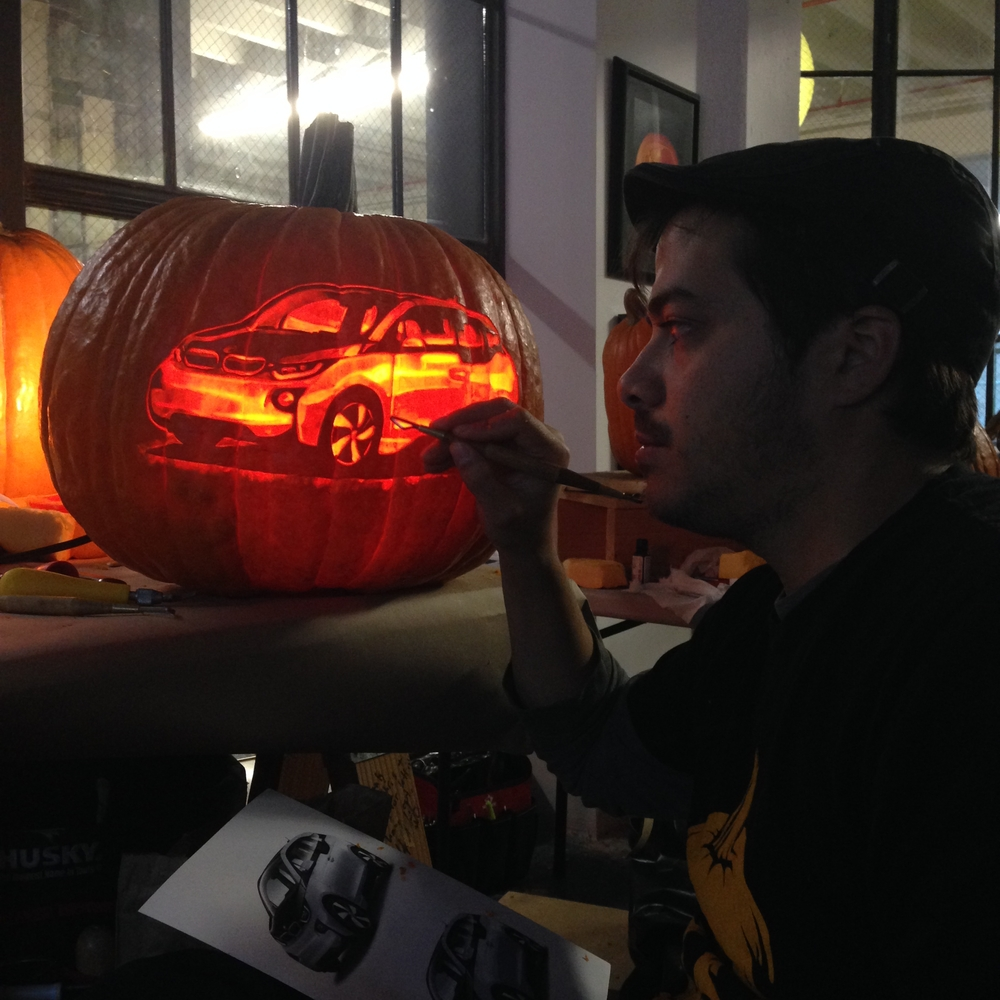 22-Car-Maniac-Pumpkin-Carvers-Introduce-Halloween-www-designstack-co