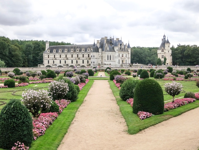 chenonceau-chateau-flower-gardens-castle-french-design