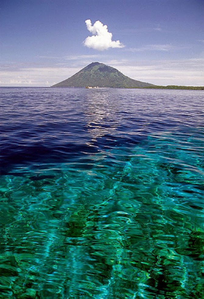 10 Places You Shouldn't Miss in Indonesia | Bunaken National Marine Park,Sulawesi island, Indonesia