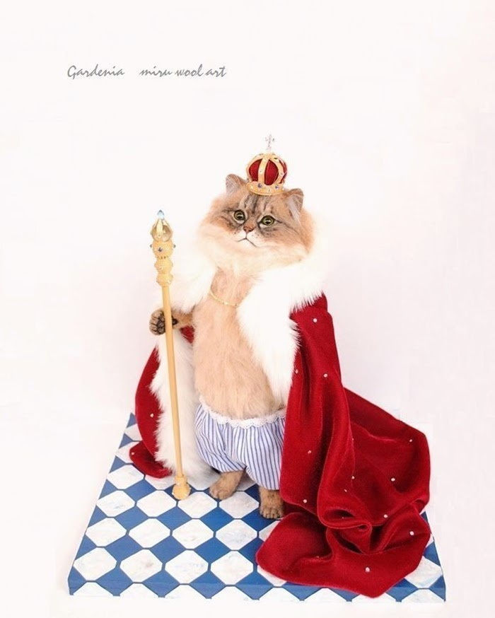 05-Royal-Highness-Cat-Miru-Felting-Wool-Animals-www-designstack-co