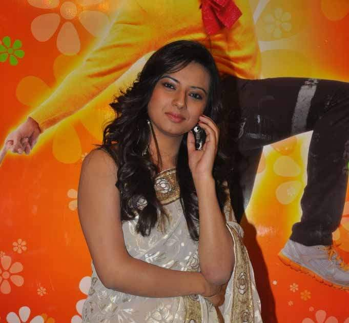 Actress Isha Chawla White Saree Photos