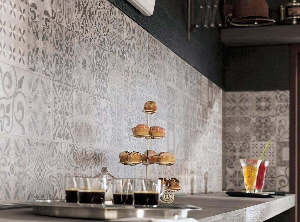 Mosaico di piastrelle per il paraschizzi della cucina