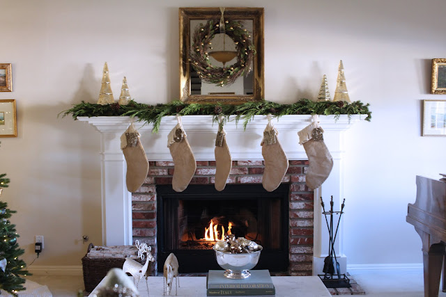 gorgeous-christmas-mantel-top-ten-posts-2016