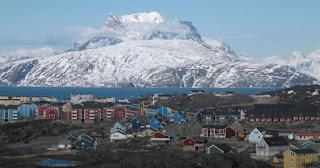 La capa de hielo de Groenlandia se está derritiendo por arriba y por debajo