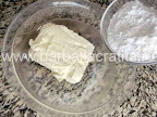 Bomboane cu cocos si migdale preparare reteta - amestecam zaharul cu unt