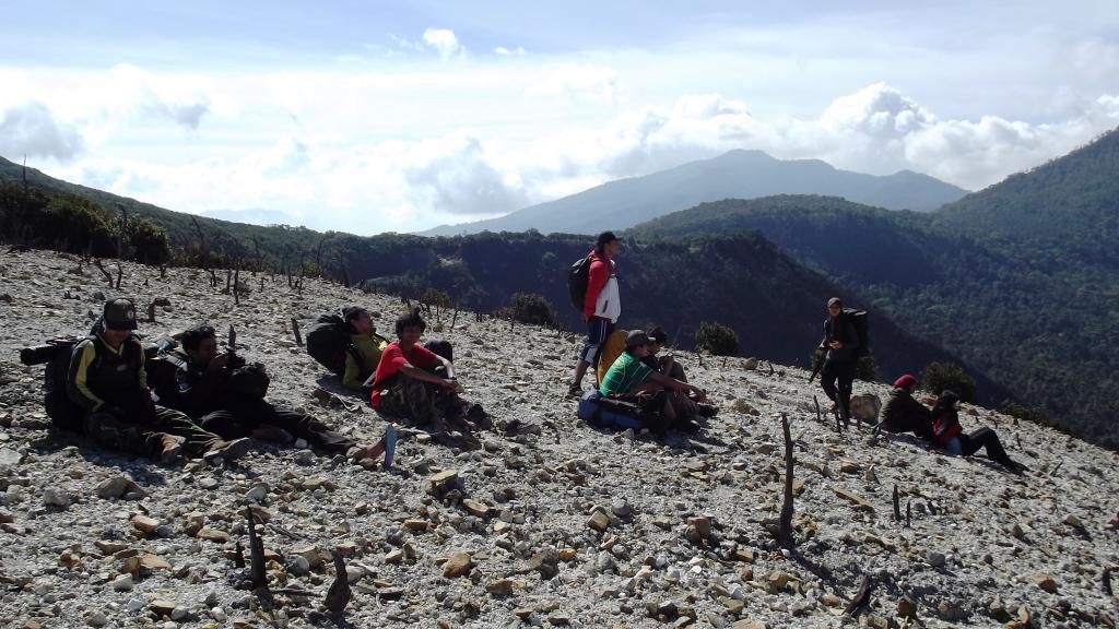 pemandangan gunung papandayan