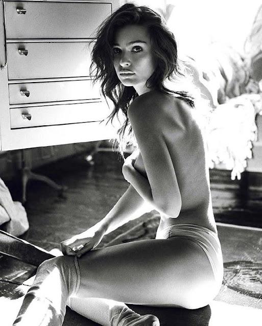 Emily Ratajkowski nude photo