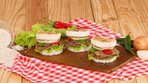 Resep Masakan Burger Nasi Dengan Daging Sapi bumbu Lada Hitam