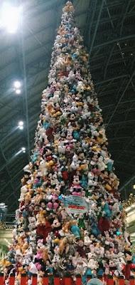 kings-cross-st-pancras-disney-christmas-tree