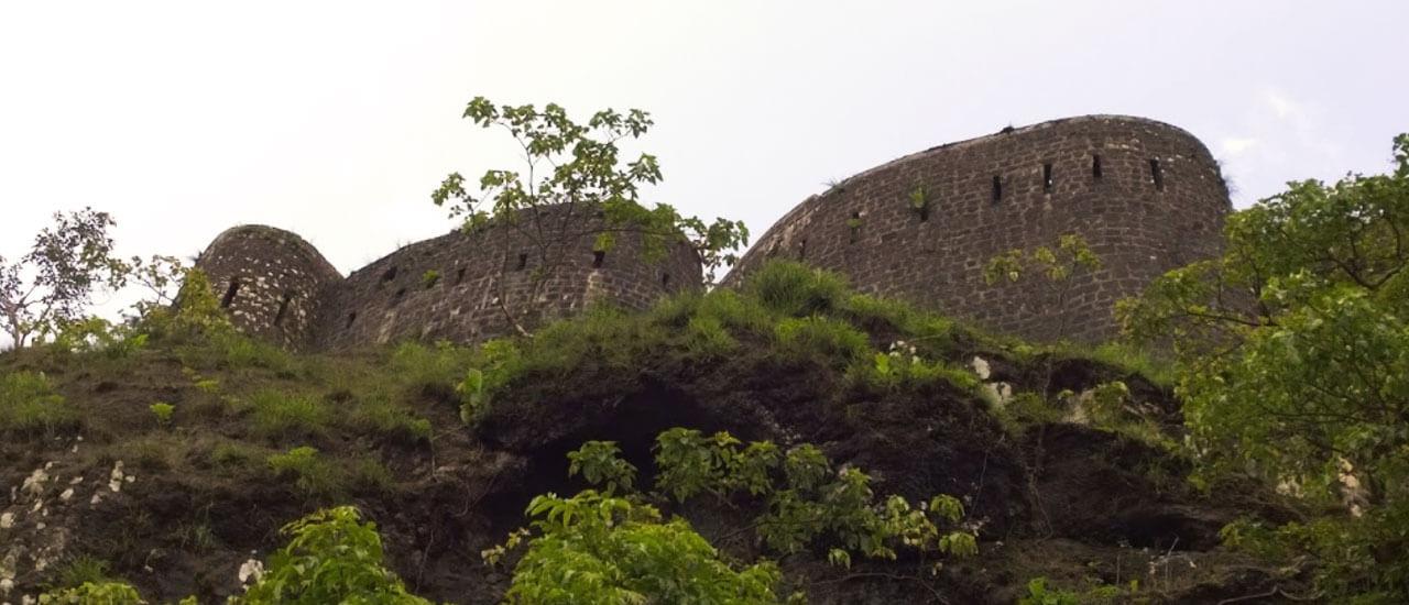 तिकोना किल्ला - Tikona Fort