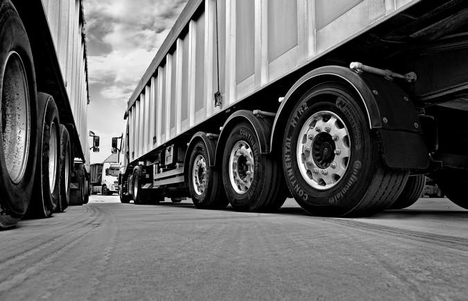 Pneus: o que é preciso conferir antes de colocar o caminhão na estrada