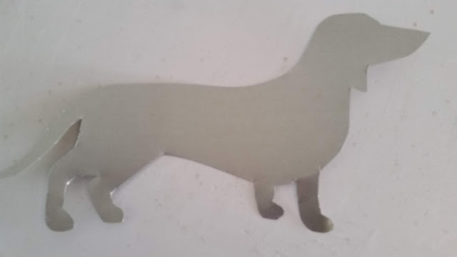 Eclectic Red Barn: Flashing cutout of Dachshund