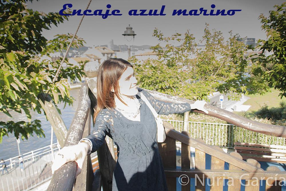 Vestido de encaje azul marino