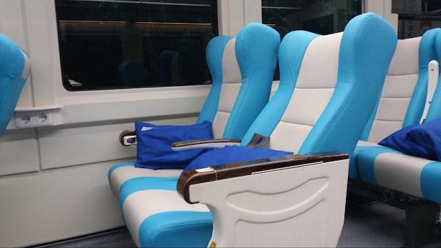 Interior Kereta Jurusan Bandung Baru Stainless Stell